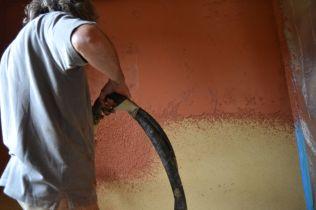 Toni Auer: Lehmputz für Sgraffito-Wand