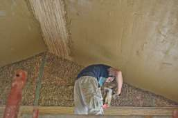 strawbalehouse-summerau-clayplaster-19