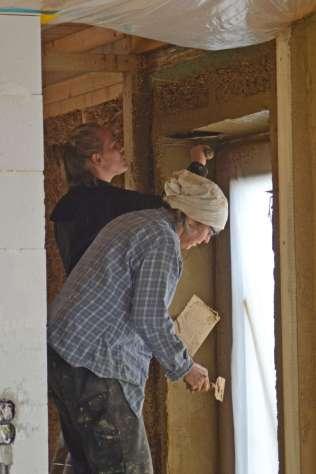 strawbalehouse-summerau-clayplaster-69