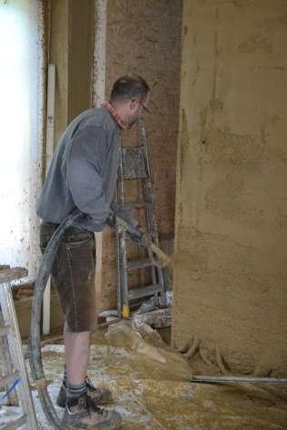 strawbalehouse-summerau-clayplaster-76