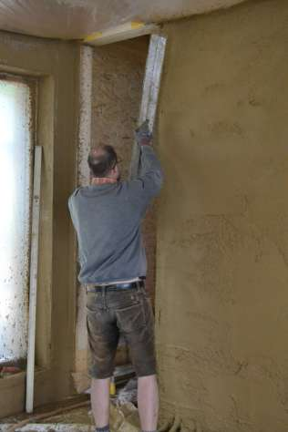 strawbalehouse-summerau-clayplaster-77