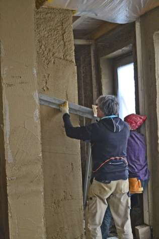 strawbalehouse-summerau-clayplaster-87