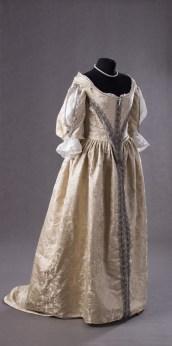 suknia z adamaszku jedwabnego 1660 (3 of 8)