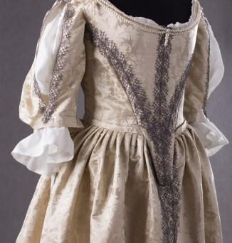 suknia z adamaszku jedwabnego 1660 (4 of 8)