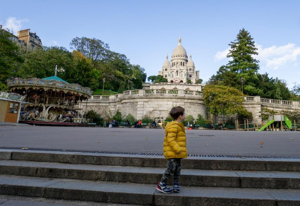 Sacre Coeur Paris with children