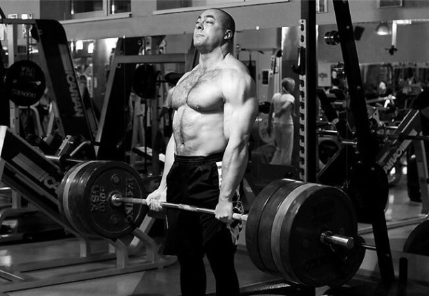 konstantinovs-deadlift-black-and-white-620x428