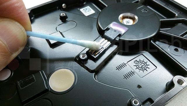清理硬碟馬達訊號線
