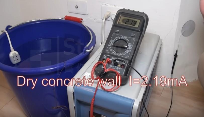乾水泥地的 水中電流 測試,測得2.19mA