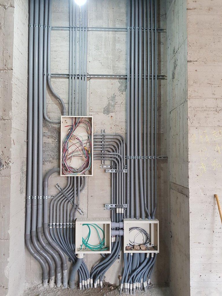 電梯現場整齊的配線配管-感謝冠豐工程行提供照片
