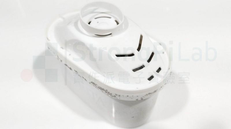 濾水器的濾心周圍都是灰色渣渣