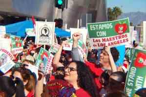 35,000 maestrx de Los Ángeles iniciaron la huelga de enero