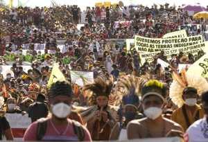 La pelea de los pueblos indígenas brasileros por su futuro