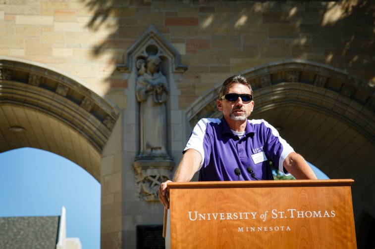 Daniel Meyer, vice president for enrollment management, speaks before incoming first-year and transfer students march through The Arches. (Photo by Mark Brown)