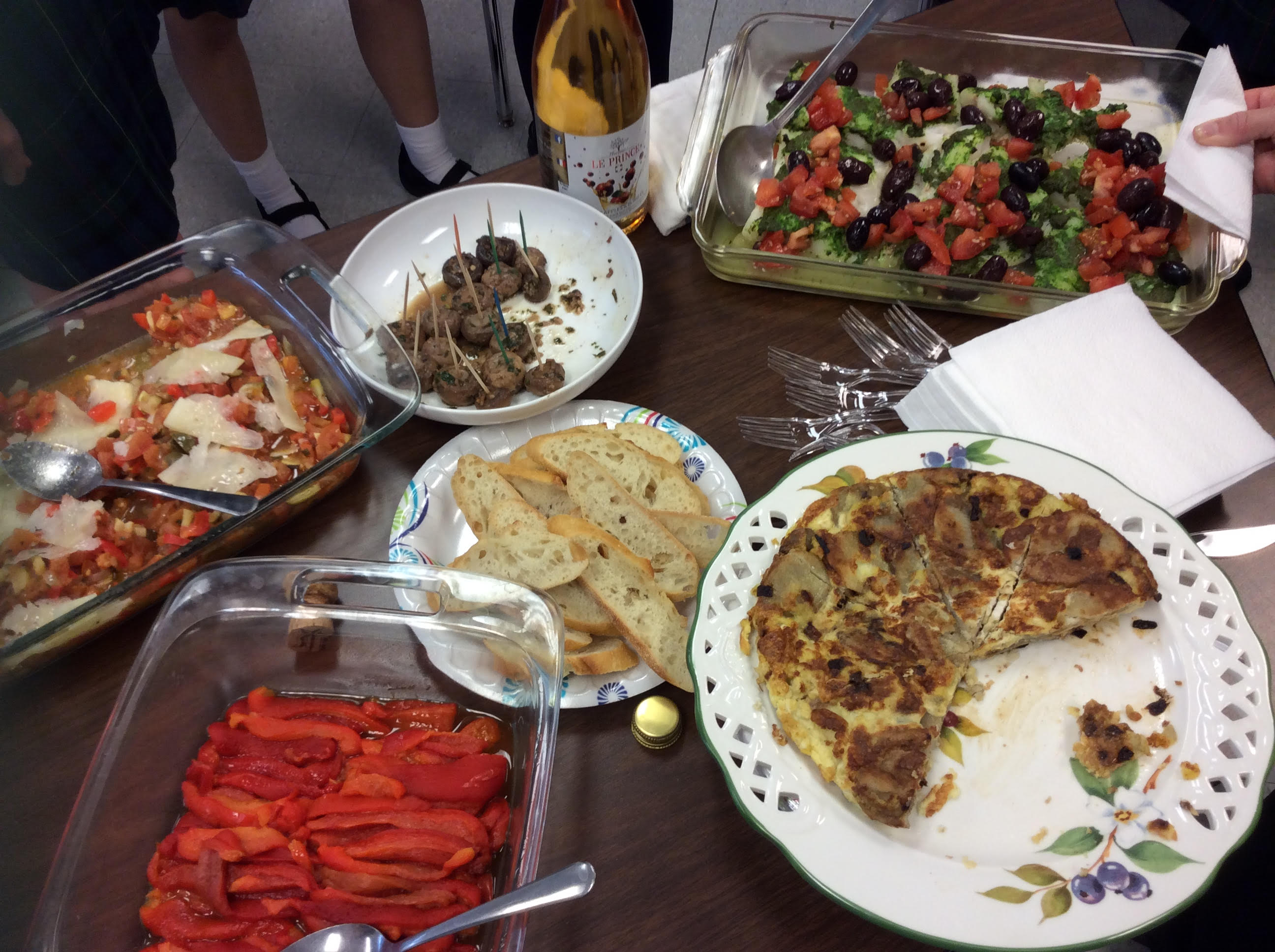 7th Grade Spanish Students Explore La Comida Espanola