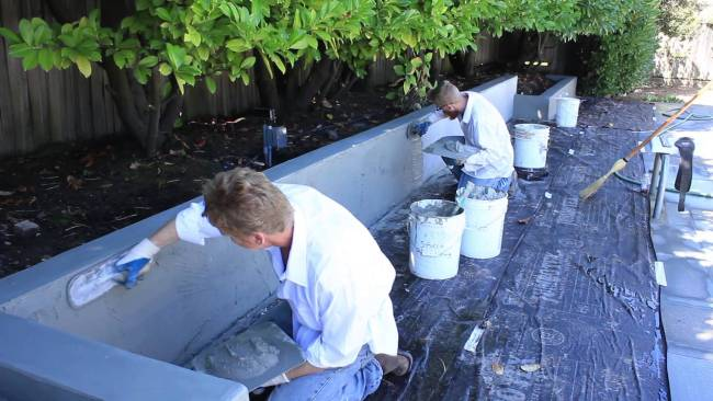 Steel trowel plastering over concrete walls using lime colors
