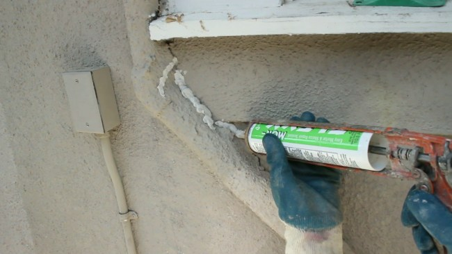 Caulking with sand for your quick plaster stucco or tex coat quick fixes