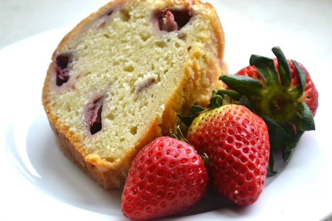 Strawberry Lemon Yogurt Cake | stuckonsweet.com