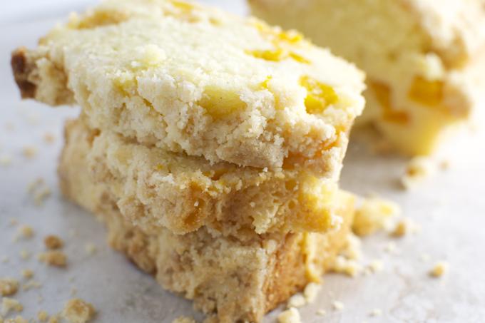 Peach Cake with Crumb Topping | stuckonsweet.com