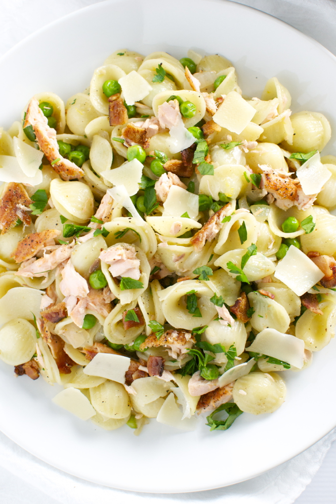 Salmon, Pea and Bacon Pasta | stuckonsweet.com
