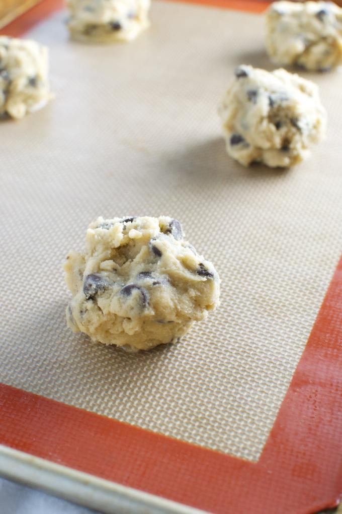 Bakery Style Chocolate Chip Cookies   stuckonsweet.com