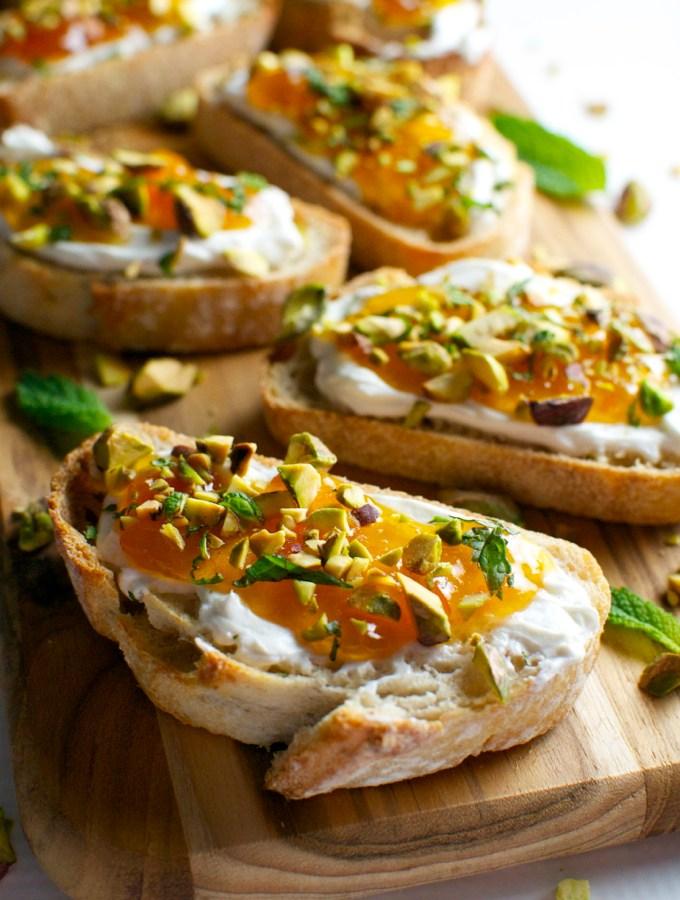 Goat Cheese and Apricot Crostini | stuckonsweet.com