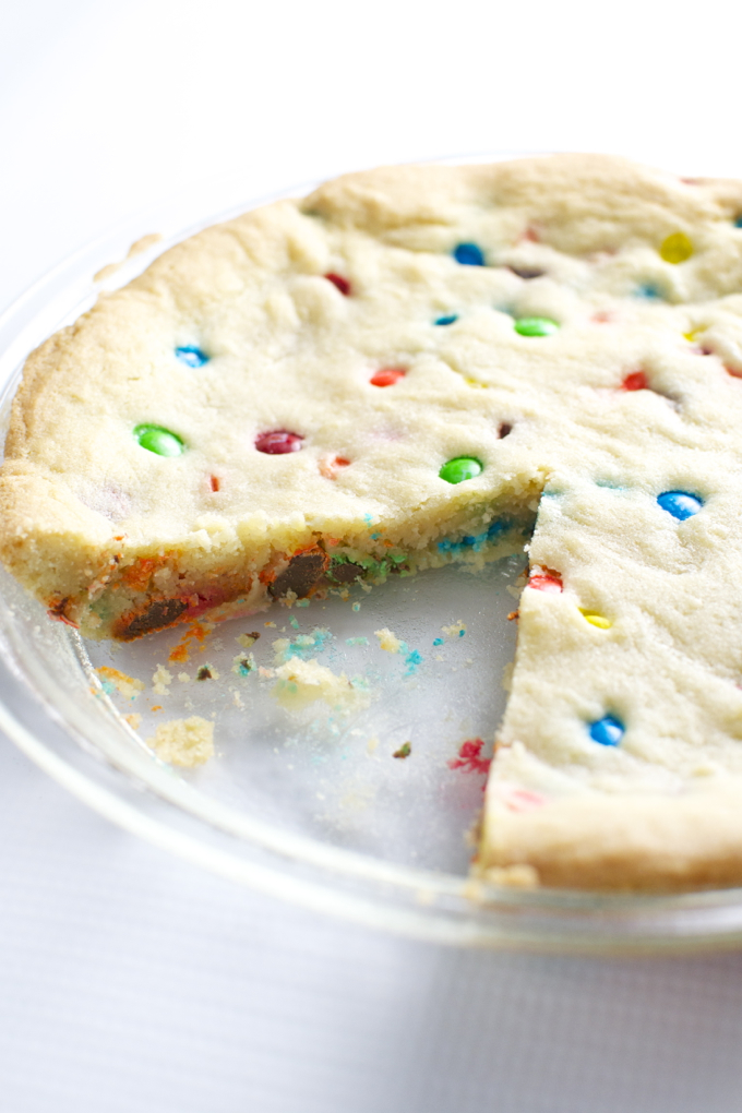 m&m cookie cake | stuckonsweet.com