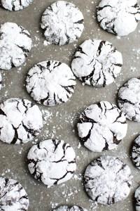 Chocolate Crinkle Cookies | www.stuckonsweet.com