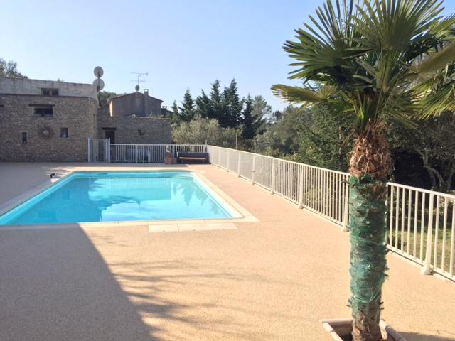 Plage de piscine couleur Jaune - 30000 Nîmes