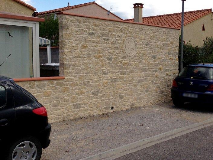 mur de clôture aspect pierre