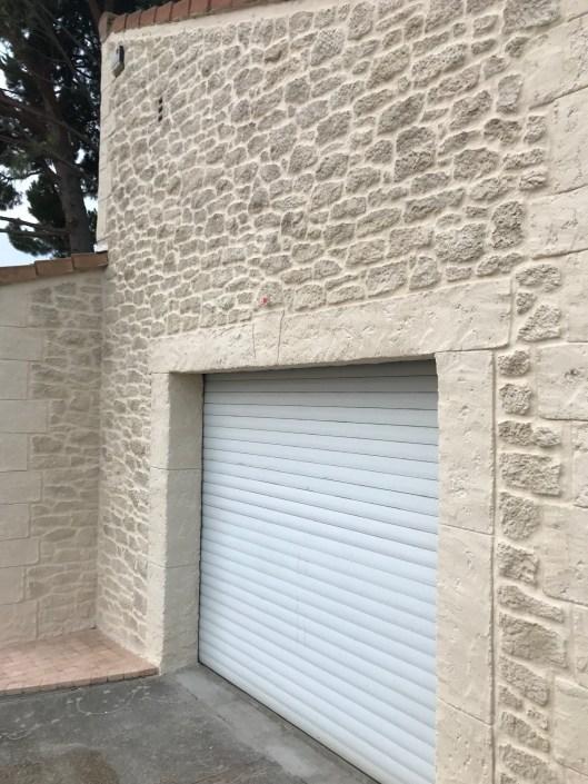 façade aspect pierre