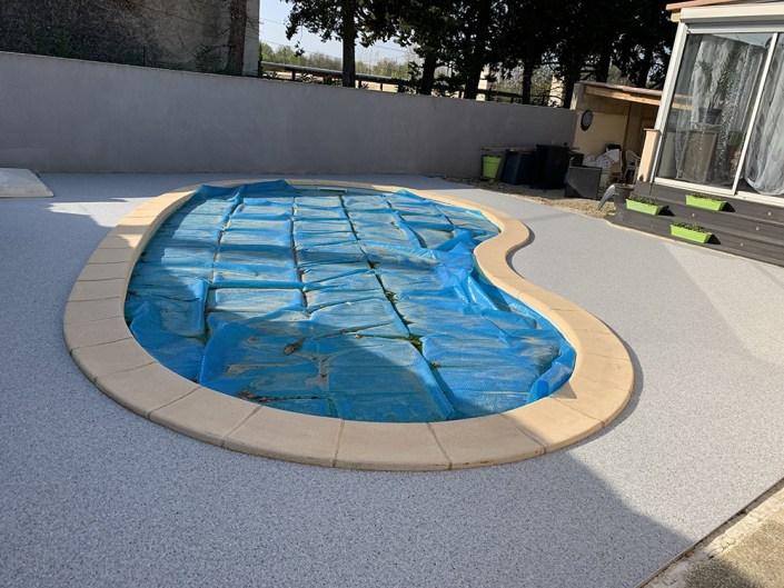 Plage de piscine en Granulats de Marbre - coloris Blanc bleu - Dept 30127 Bellegarde