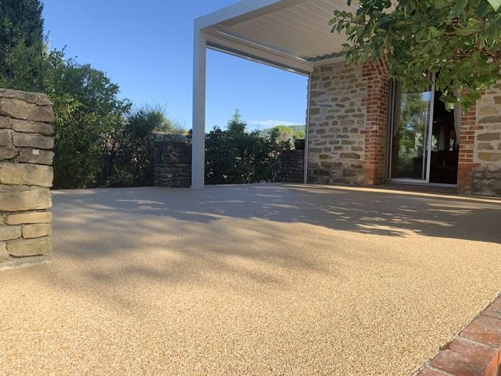 granulat de marbre - moquette de pierre - tapis de pierre - stucopierre - congénies - minéral - esthétique -sol - terrasse - résine époxy - revêtement extérieur - granulat -