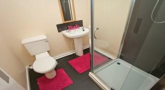 Court_bathroom.jpg