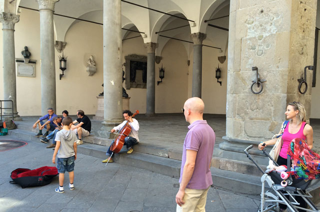 lucca-street-art-music-piazza-take-time-notice