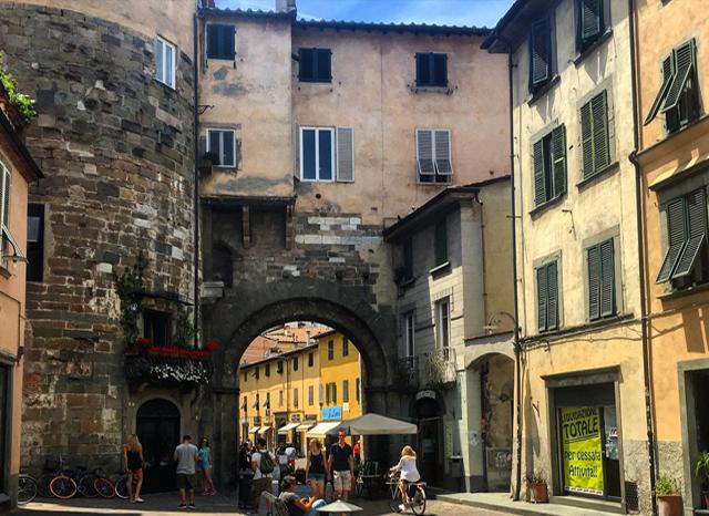 Learn Italian Lucca Italy Studentessa Matta