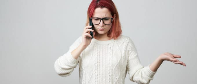 frustrated-young-woman-smartphone-gesturing-confusion