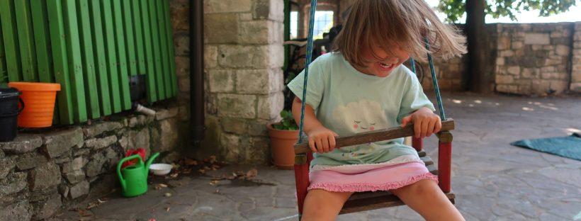 Otrok na gugalnici
