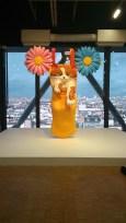 Jeff Koons, Chat sur une corde à linge (jaune), 1994-2001, Sculpture en polyéthylène, Exposition du Centre Pompidou, 2015 (photo personnelle)