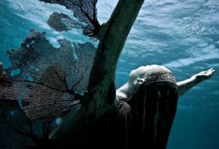reclamation-02-jason-decaires-taylor-sculpture