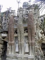 Palais idéal du Facteur Cheval, Hauterives, Drôme, France. Les trois géants : César, Vercingétorix et Archimède.