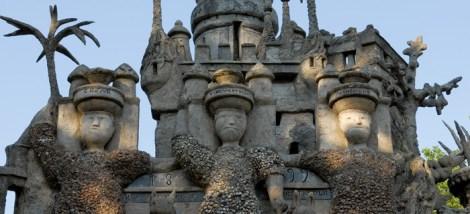 Palais idéal du Facteur Cheval, Hauterives, Drôme, France. Les trois géants. Détails.