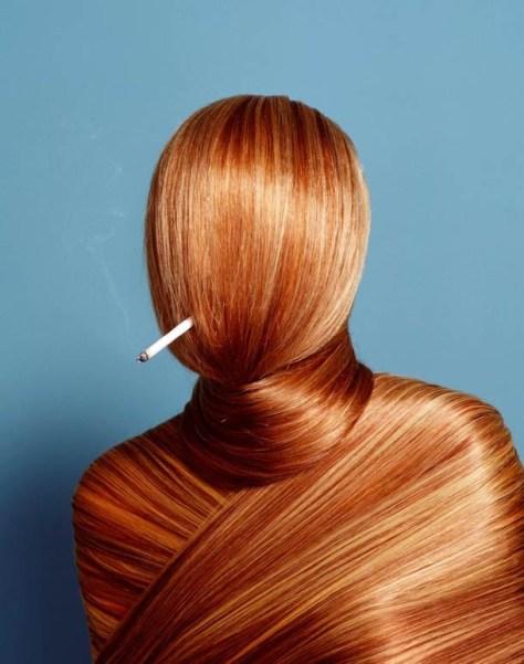 On peut aussi retrouver le Cousin Machin dans la pub. Le photographe Hugh Kretschmer nous le prouve avec cette image qui a tout d'une oeuvre surréaliste. On retrouve la cigarette perturbante, comme chez Théo Mercier. Bizarre, vous avez dit bizarre ?