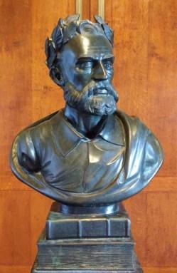 Buste de Luís de Camões, célèbre poète portugais.