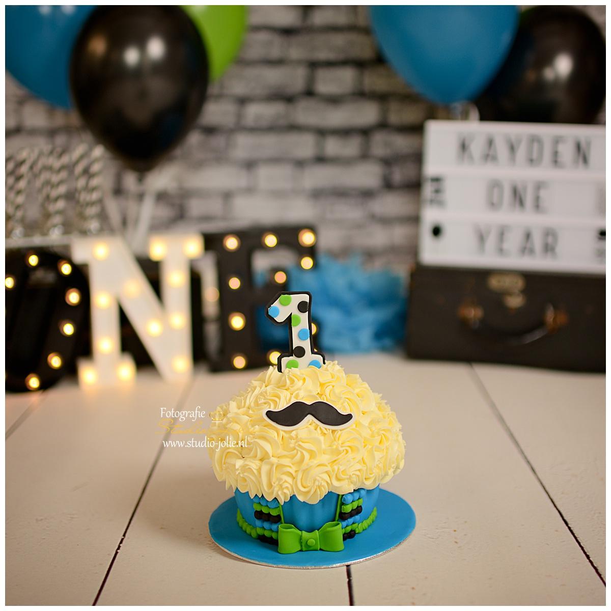 cupcake little men cakesmash.jpg