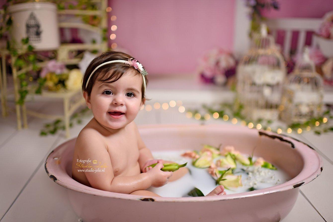 melkbad shoot baby meisje.jpg