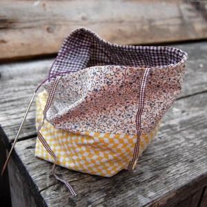 project bag mustard project tas oker geel yellow oker ochre okergeel bloemen bloemetjes floral flowers japans japanese Studio Paars project bag tas tasje breitas breitasje projecttas projectttasje knitting crochet embroidery breien haken borduren haaktas haaktasje