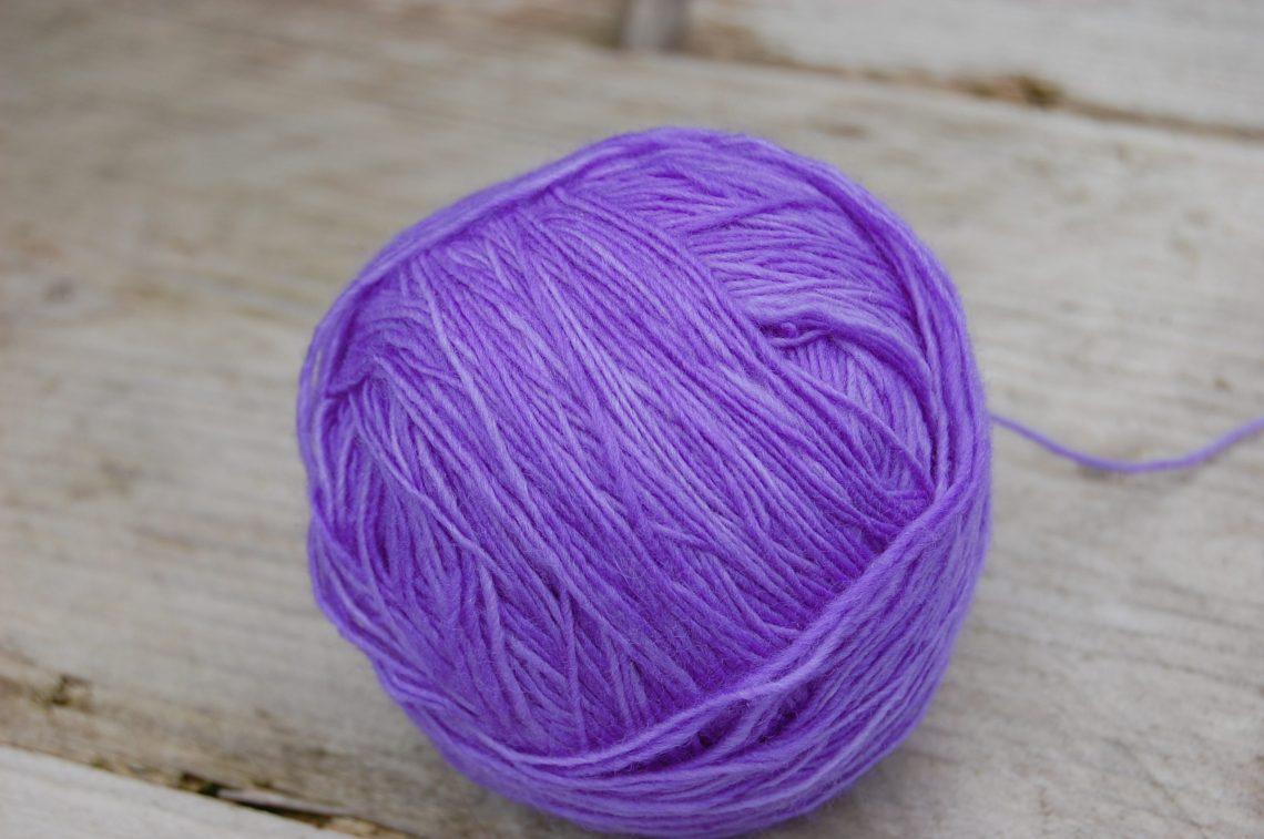 bol wol: malabrigo lace in de kleur jacinto