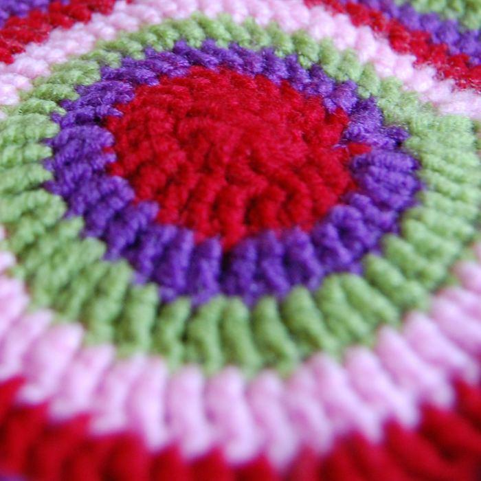 closeup begin tas haken tas van studio paars naar een patroon van attic24