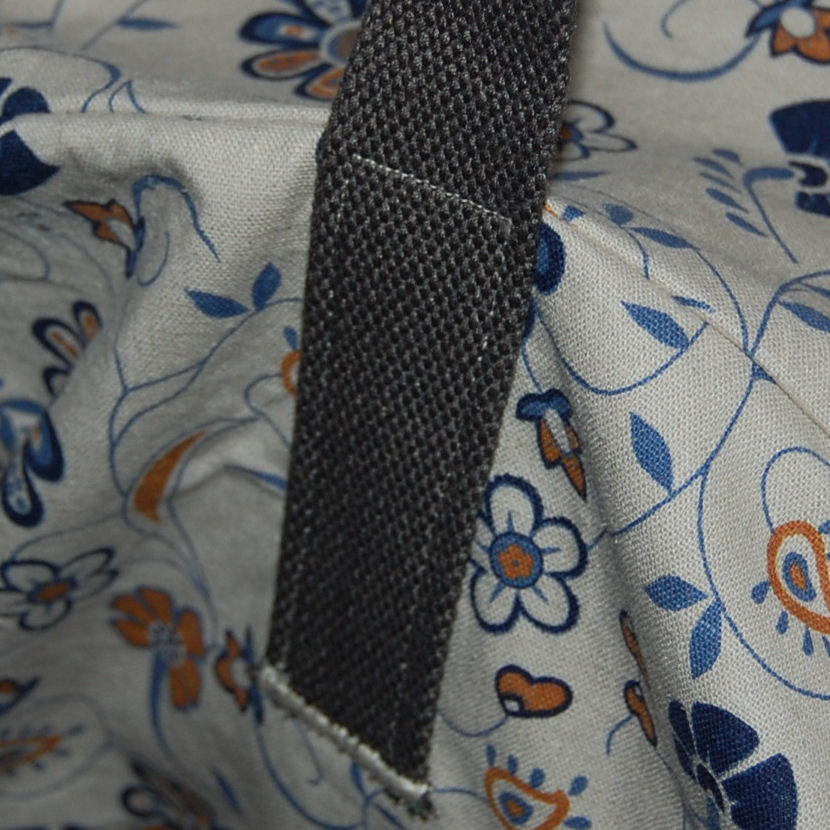 detailvan schouderband van de breitas genaaid door studio paars