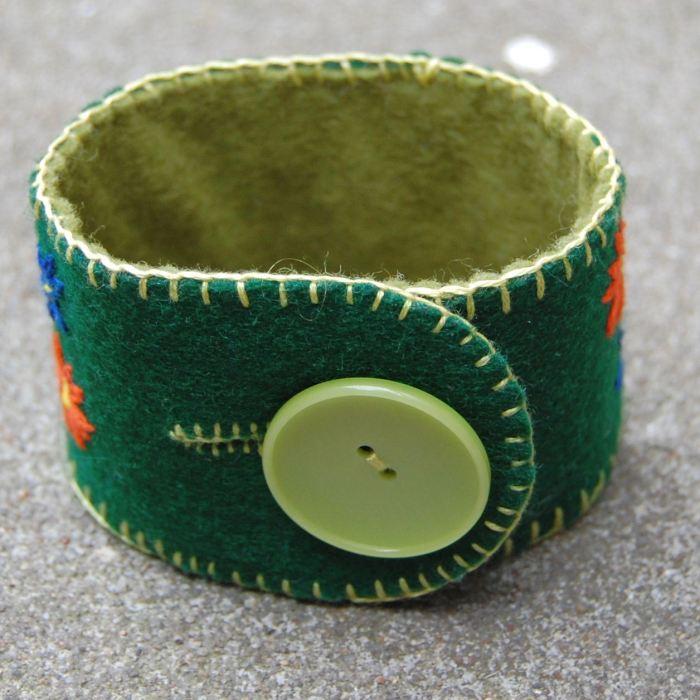 vilten armband door studio paars